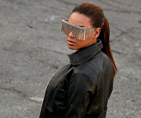 Beyoncé, Miley Cyrus, Amber Rose, Kesha   les pires lunettes de soleil des  stars df0120ac48e6