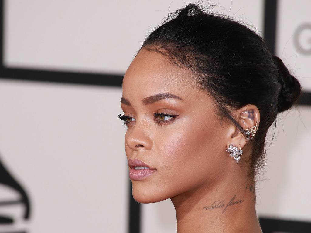 Rihanna-aux-Grammy-Awards-le-8-fevrier-2015_exact1024x768_l