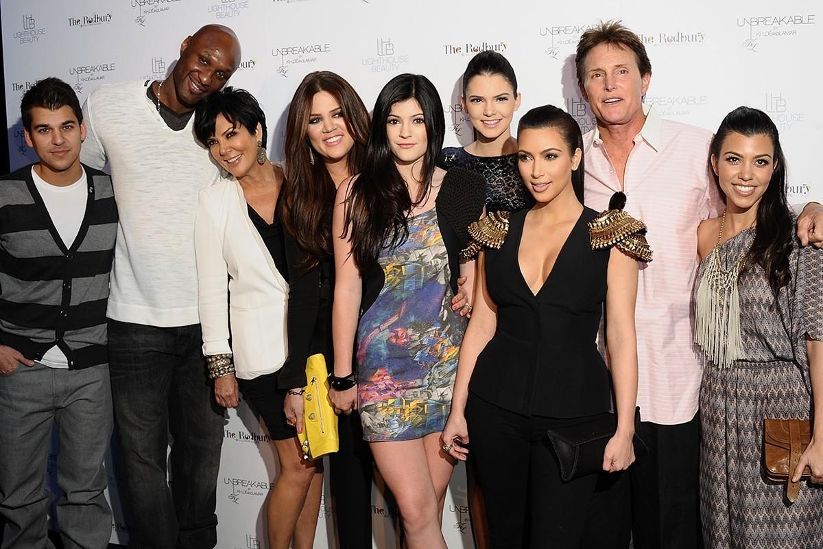 Lamar odom toute la famille kardashian se mobilise trace for Maison de la famille kardashian