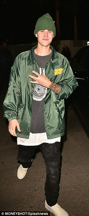 2E0F6B1B00000578-3301425-Star_pal_Justin_Bieber_was_one_of_many_stars_to_attend_the_priva-m-33_1446551844391