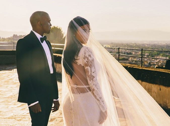 Kim-Kardashian-elle-devoile-une-nouvelle-photo-de-son-mariage-et-un-extrait-d-Awesome-le-nouveau-single-de-Kanye-West_portrait_w674