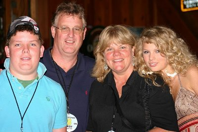 taylor_swift_family (1)