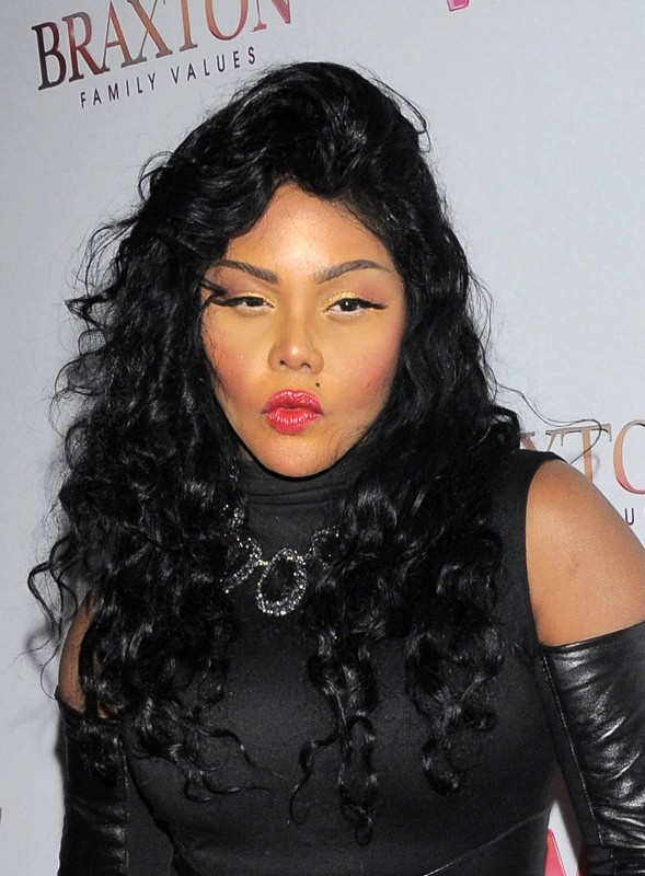 Lil-Kim-New-York-14-mars-2013_portrait_w674 (1)