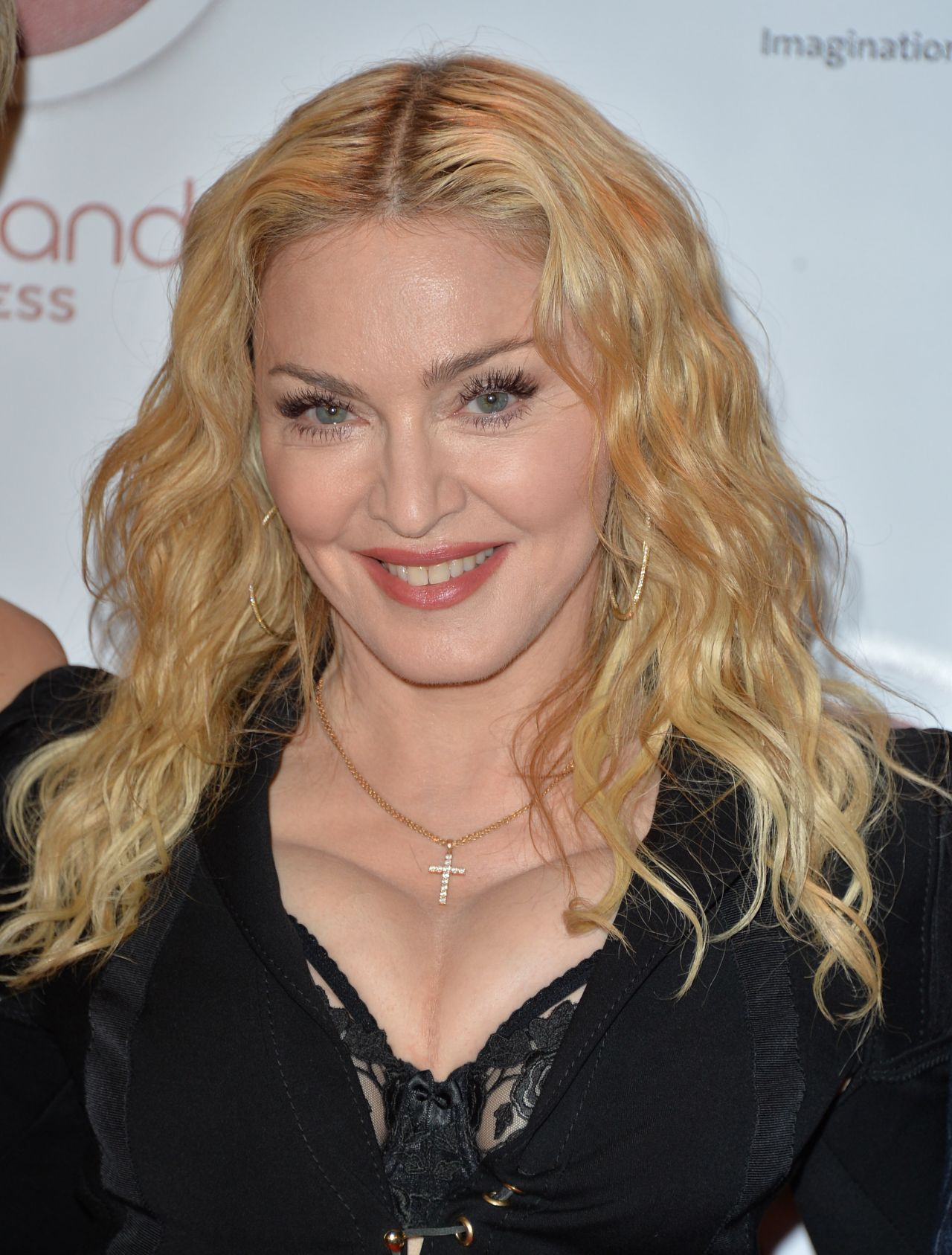 madonna-hard-candy-fitness-toronto-grand-opening-celebration-in-canada-february-2014_3