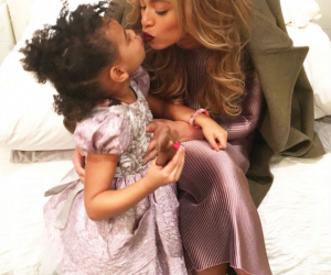beyonce-kisses-blue-ivy-and-jay-z-9