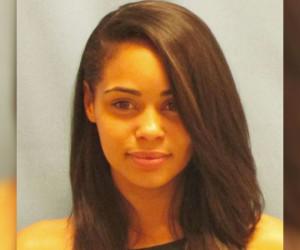 La photo d'arrestation de cette jolie fille fait le buzz