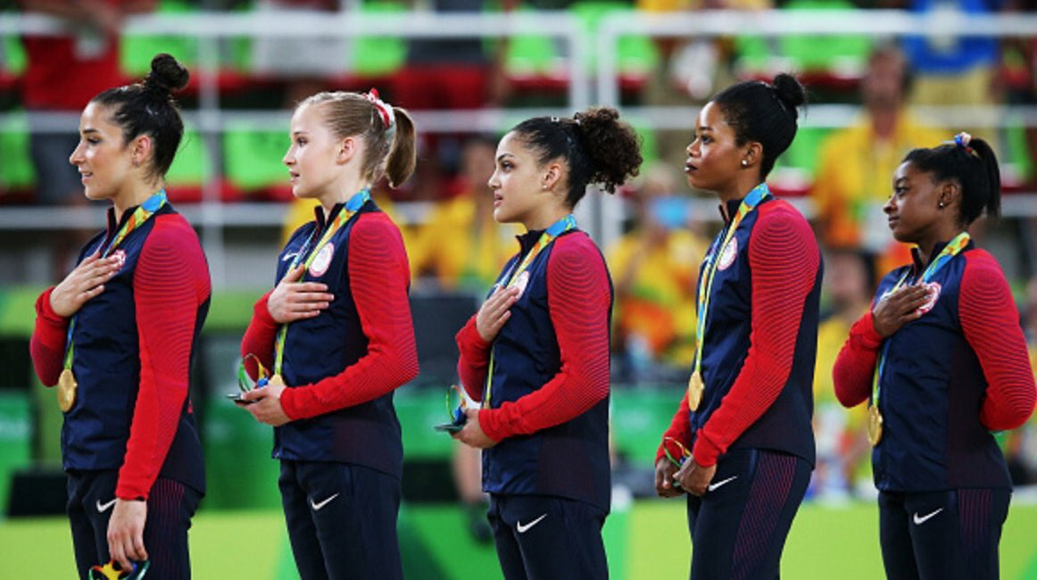 gabby-douglas-hymne-national