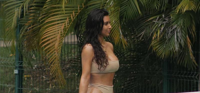 Kim Kardashian : elle joue au tennis en tenue (très) sexy