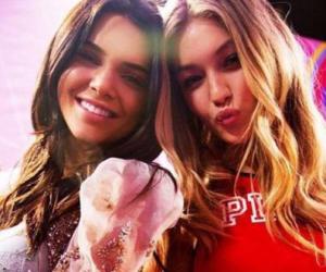 Mais où sont les genoux de Kendall Jenner et Gigi Hadid?