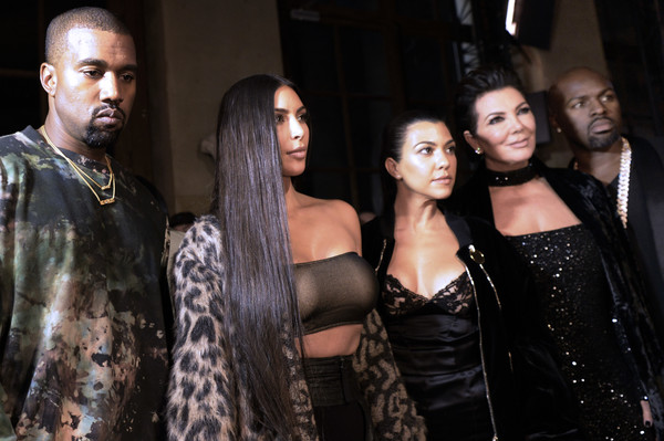 Kanye West, Kim Kardashian, Kourtney Kardashian et Kris Jenner à la Paris Fashion Week