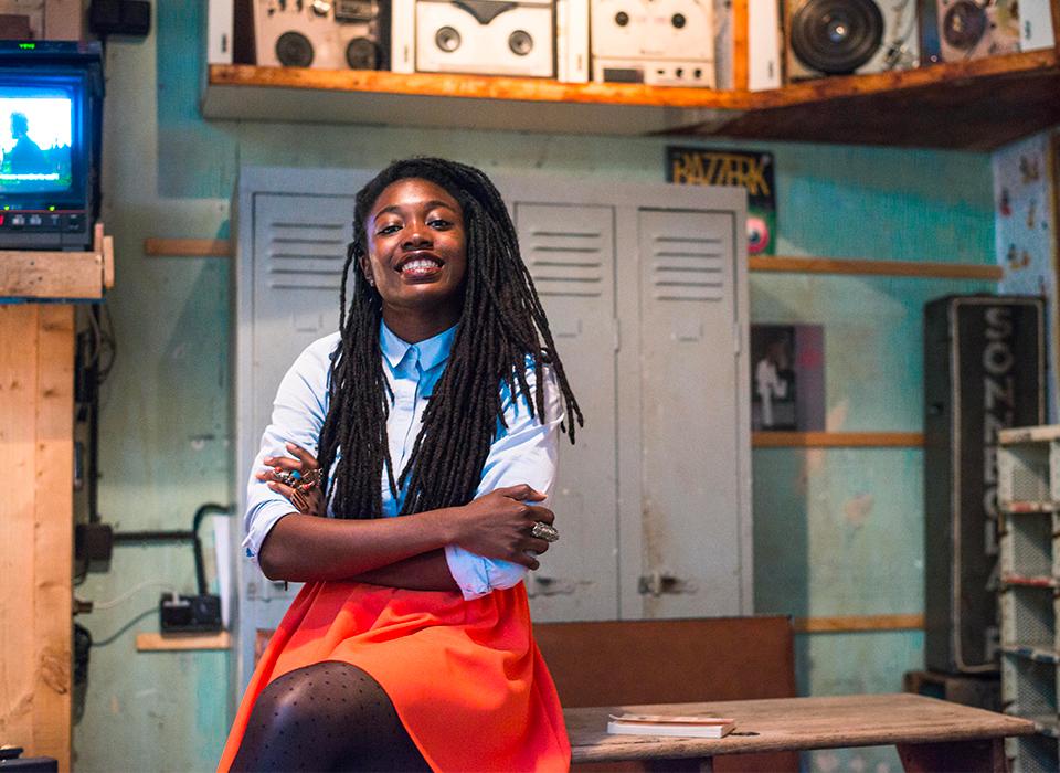 wendie-zahibo-auteure-reines-des-temps-modernes-beau-livre-bois-precommander-afro-afrique-histoire-poesie-photographie-art-design-modele-black-noir-femme-heroine-africaine