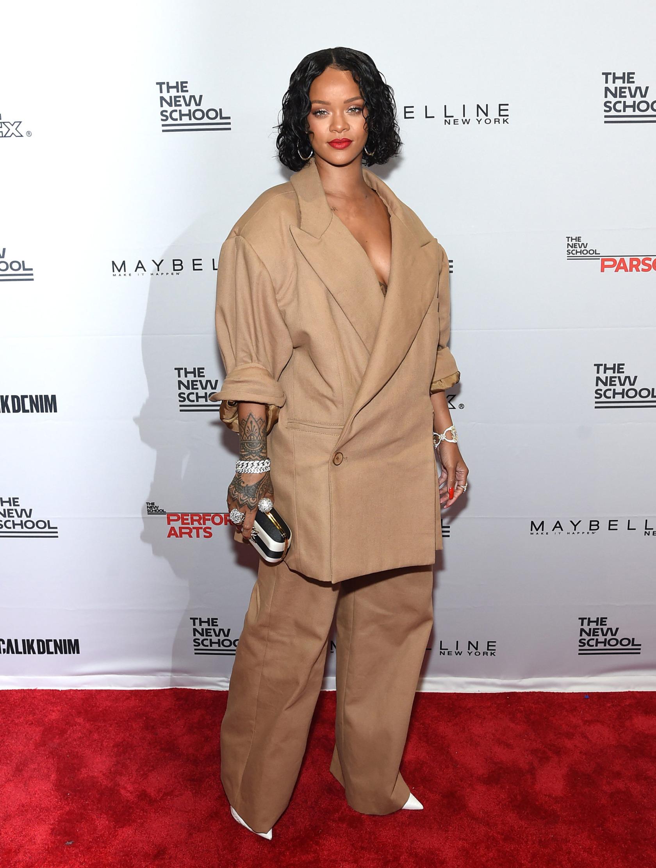 Rihanna cache t elle une grossesse derri re ses tenues xxl trace - Rihanna poids 2017 ...